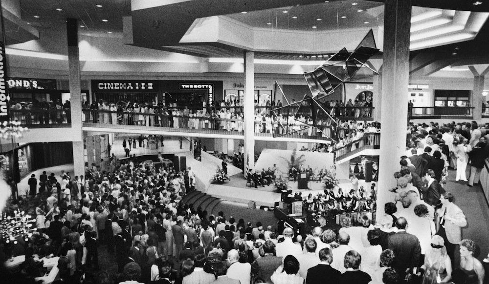 http://moviecollectoroh.com/pics_to_hotlink_on_TCM/randallparkmall-atrium-presentation-1976.jpg
