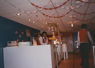 http://moviecollectoroh.com/pics_to_hotlink_on_TCM/randallparkmall-cinema-lobby1.jpg